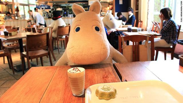 """140514111500-moomin-cafe-03-horizontal-gallery Өмнөд Солонгост  таныг ганцаардуулахгүй """"өхөөрдөм"""" зургаан кафе"""