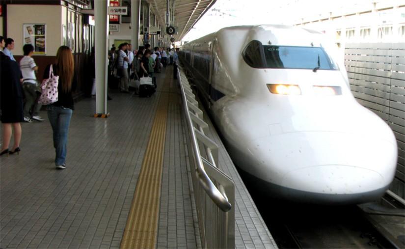 225714-16052018-1526446891-762442737-japan Японд галт тэрэг 25 секундын өмнө хөдөлсөндөө уучлал гуйв