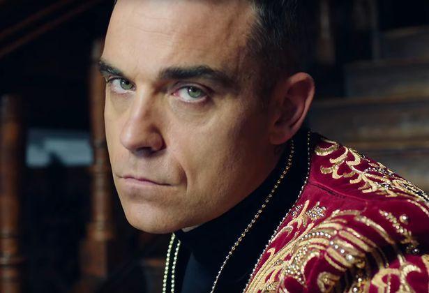Robbie-Williams-Party-Like-a-Russian-video Робби Уильямс шууд эфирээр дунд хуруугаа гаргалаа