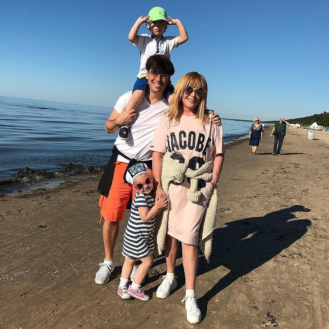 wx1080 Алла Пугачёва: Заримдаа надад хоёр нөхөртэй юм шиг санагддаг