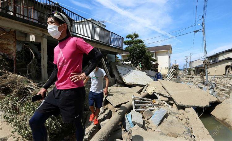 04_b Японд буусан үерийн улмаас 122 хүн амиа алдаад байна