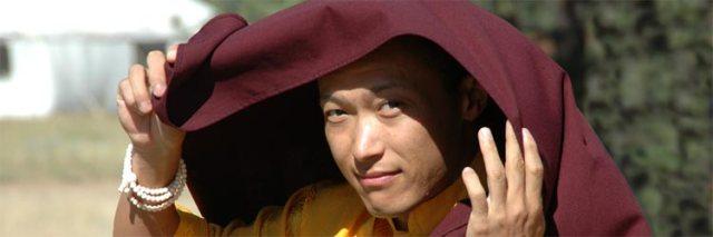"""sakyong-covered Буддист нийгэмлэгийн тэргүүн """"хормойн хэрэг""""-ээр албан тушаалаасаа огцров"""
