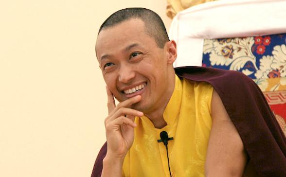 """sakyong023-588x364 Буддист нийгэмлэгийн тэргүүн """"хормойн хэрэг""""-ээр албан тушаалаасаа огцров"""
