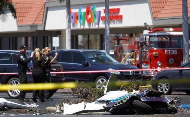 14487454w Дэлгүүрийн зогсоолд нисэх онгоц осолдож таван хүн амиа алджээ
