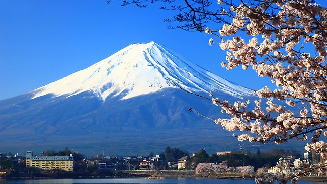 Mount-Fuji-Japan-Awesome Үзэсгэлэнт Фүжи уулнаас Монгол залуу  хайртай бүсгүйдээ гэрлэх санал тавьжээ