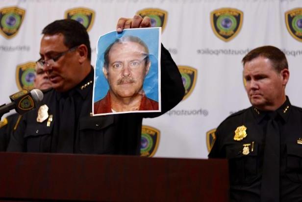 houston-police-department-chief-art-acevedo-releases-a-photo-of-joseph-james-pappas-the-suspect-in-t_810716_ Эхийнхээ өшөөг 20 жилийн дараа авчээ