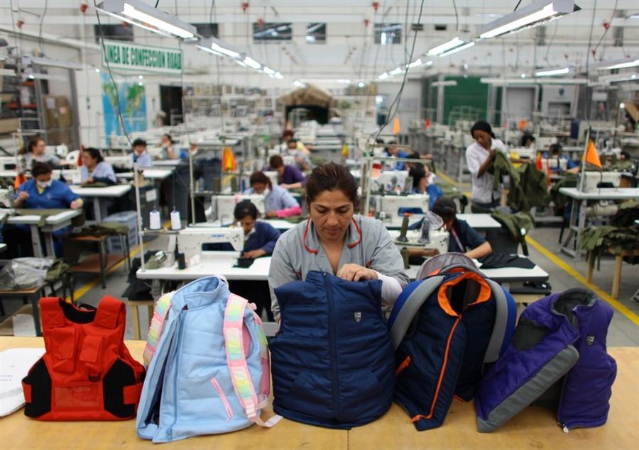 miguel_caballero_factory Галт зэвсгийн зовлонтой АНУ-д сум нэвтэрдэггүй үүргэвчний бизнес эрчээ авлаа