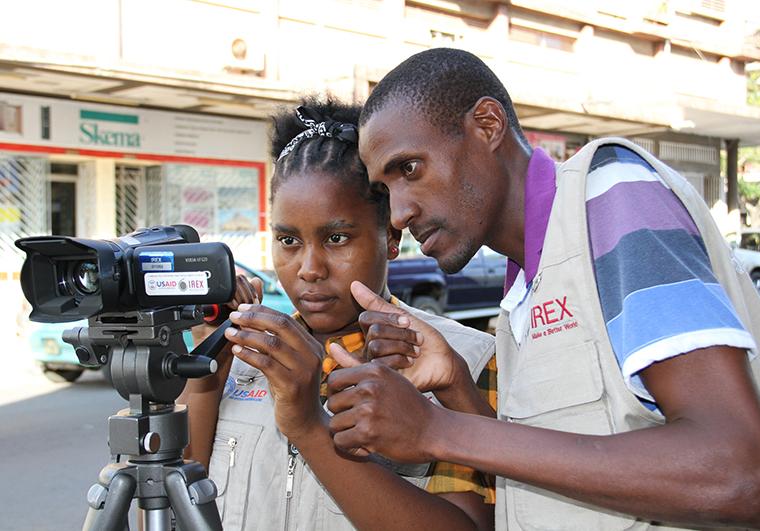 supporting-news-deaf-mozambique Хэвлэл мэдээллийн байгууллага, сэтгүүлчид өндөр хураамж төлж мэдээ бэлтгэнэ