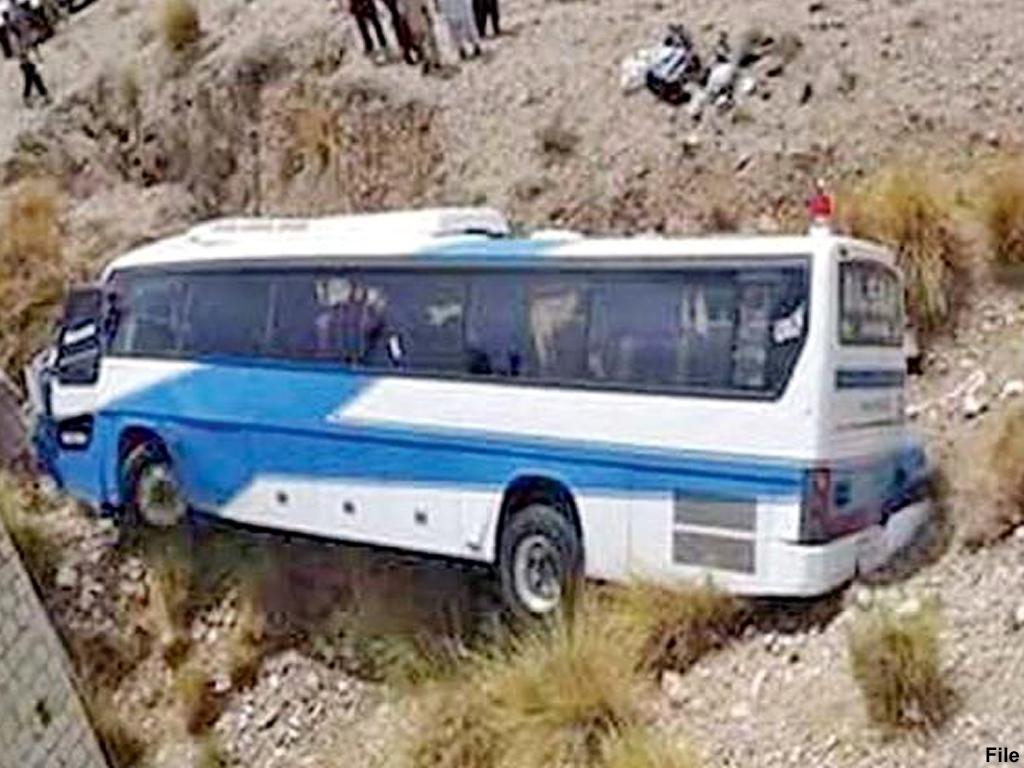 Bus-accident Мөргөлчид тээвэрлэж явсан автобус осолдож 30 орчим хүн амиа алджээ
