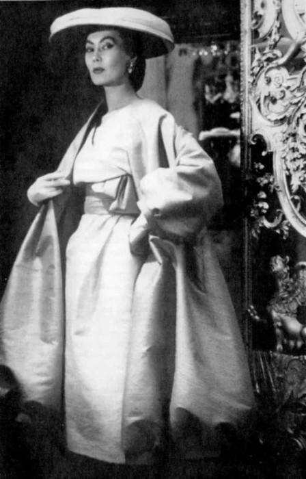 219399685 Казах Үнсгэлжин Алла Ильчун буюу сав угаагчаас Кристиан Диорын сахиус болсон бүсгүйн түүх