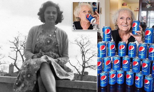5044004-0-image-a-2_1539554897667 Өнгөрсөн 60 жилийн турш зөвхөн Пепси уусан эмэгтэй