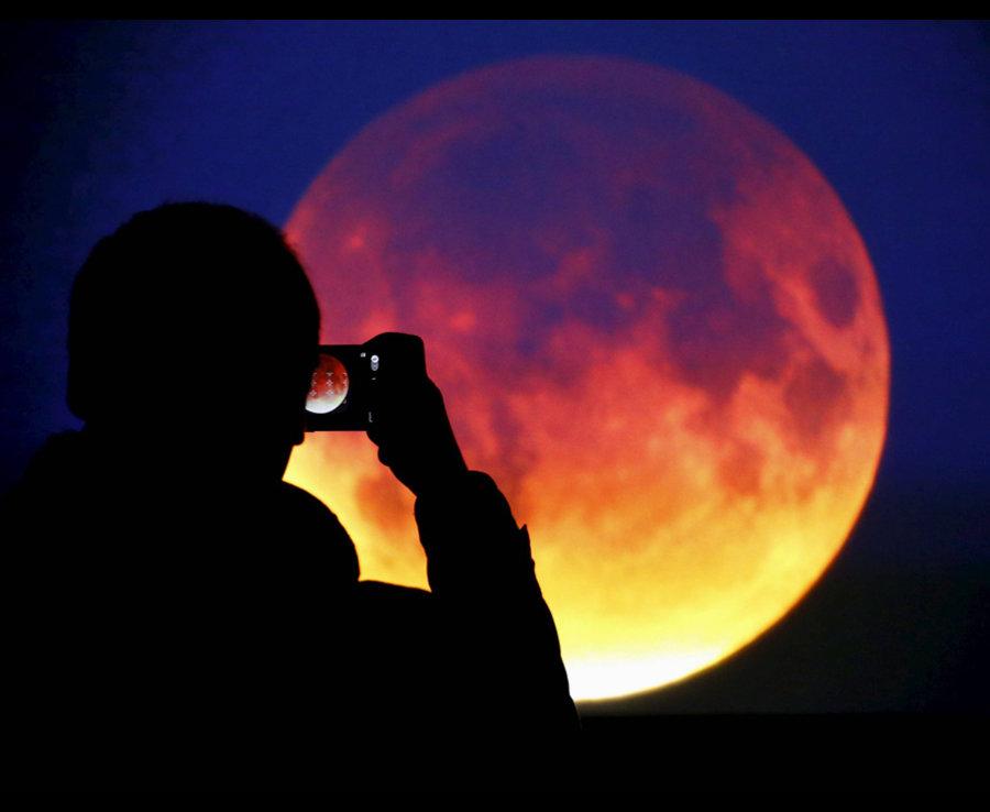 Krvava-Mesechina Хятадын тэнгэрт үзэгдсэн хиймэл сарны нууц