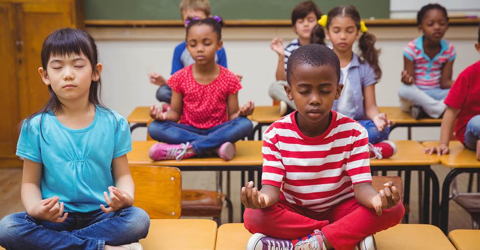 Mindfulness-In-The-Classroom-1 Сурагчид бясалгал хийснээр хичээлээ таслахаа больжээ