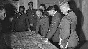 Vtoraya-mirovaya-Gitler-300x167 Цөмийн бөмбөг бүтээх Гитлерийн төлөвлөгөө нураасан гавьяатан 99 насандаа таалал төгслөө