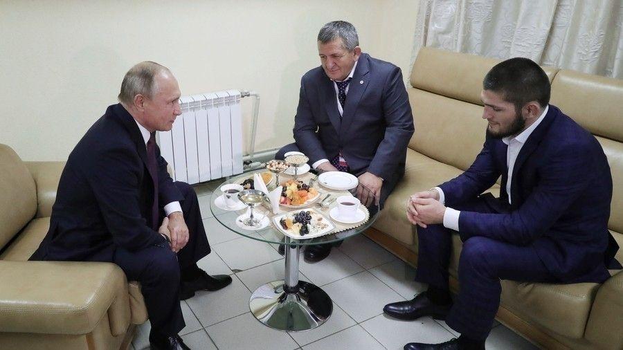 e967b8_putin_khabib_x974 В. Путин Нурмагомедовыг хатуу шийтгэхгүй байхыг ааваас нь гуйжээ