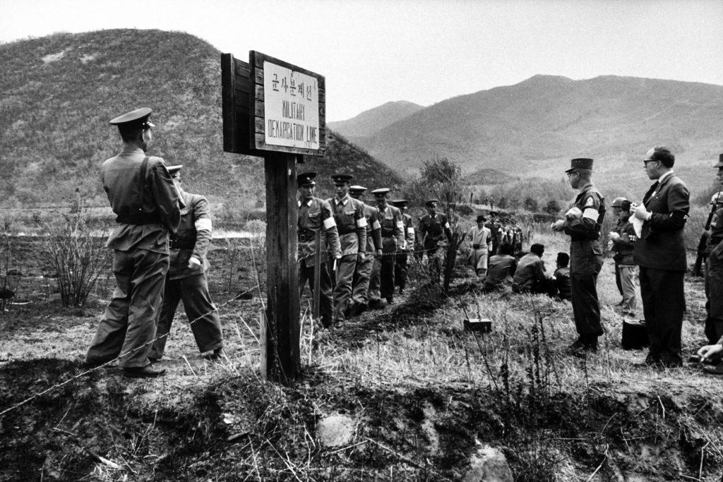 korea-dmz-1960-01-1024x683 Хоёр Солонгосыг тусгаарлаж байсан зэвсэггүй бүсэд газрын мина цэвэрлэх ажиллагаа эхэллээ