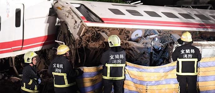train2 Хурдны галт тэрэг осолдож 18 хүн нас барж, 190 гаруй хүн хүнд гэмтэв