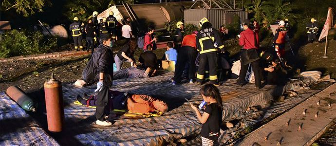 train3 Хурдны галт тэрэг осолдож 18 хүн нас барж, 190 гаруй хүн хүнд гэмтэв