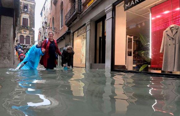 ttt-1 Венец хот жилд дөрвөн удаа усанд автжээ