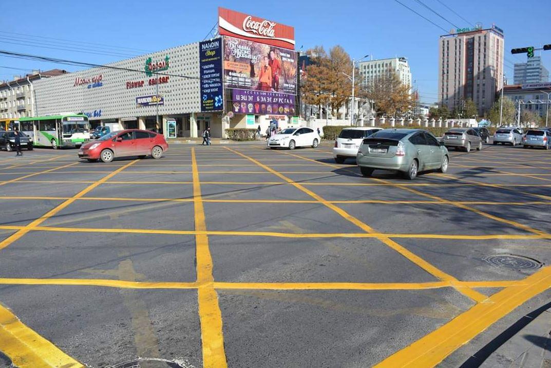 """yellow-box-шар-тэмдэглэгээ-1 """"Шар тэмдэглэгээ"""" дотор зогссон жолоочийг торгоно"""