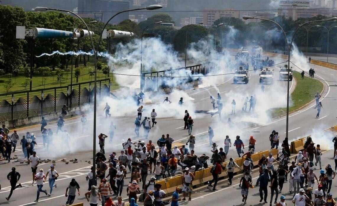 0e3f43_Venezuela_Political_Crisis_4__x974-1 Баялгаасаа болж баяжсан хийгээд баларсан орнууд: Катар, Венесуэль
