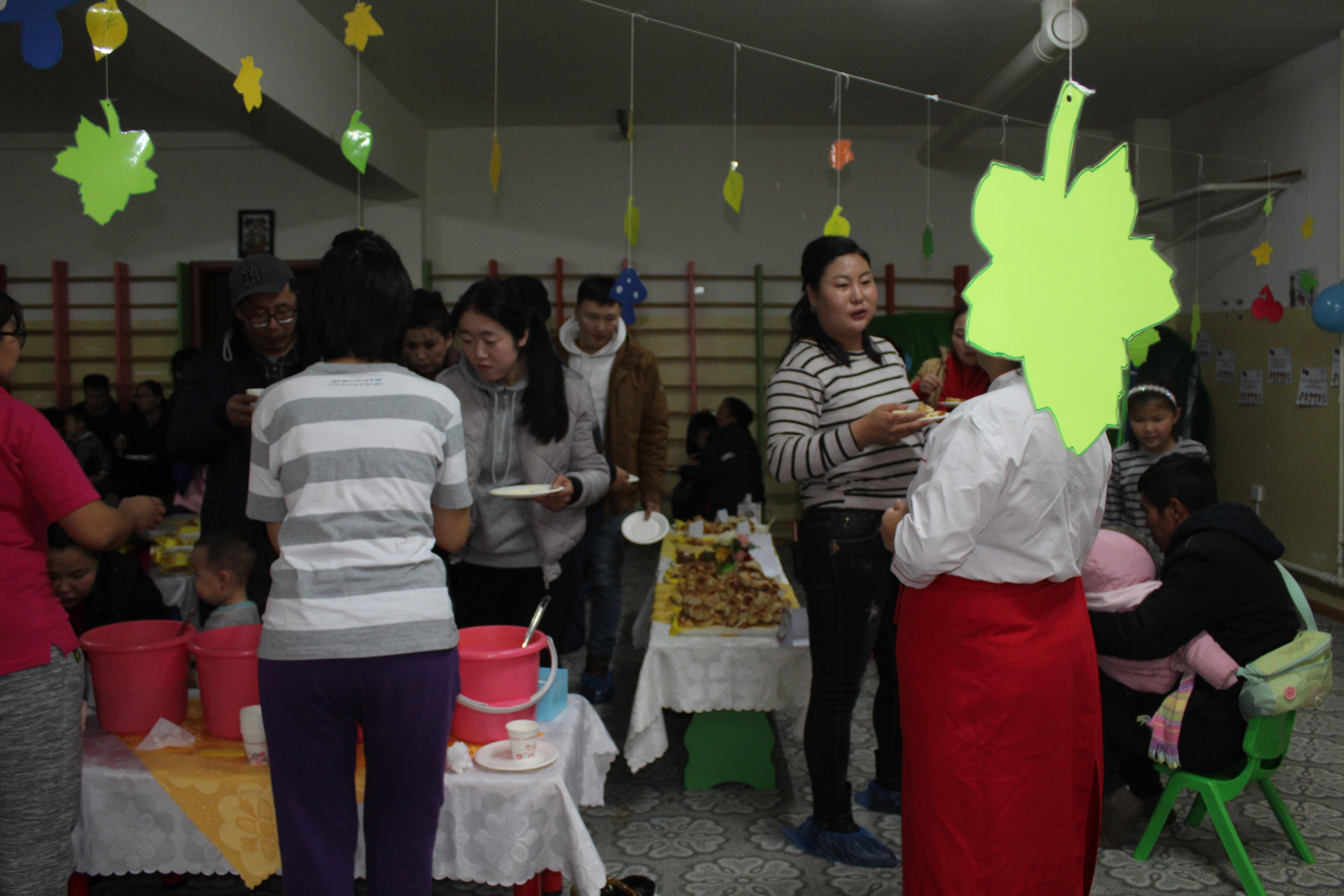 """IMG_1007 Эцэг эхчүүд """"Азийн хүүхдүүд"""" цэцэрлэгийн хоолны амталгаанд """"А"""" дүн тавив"""