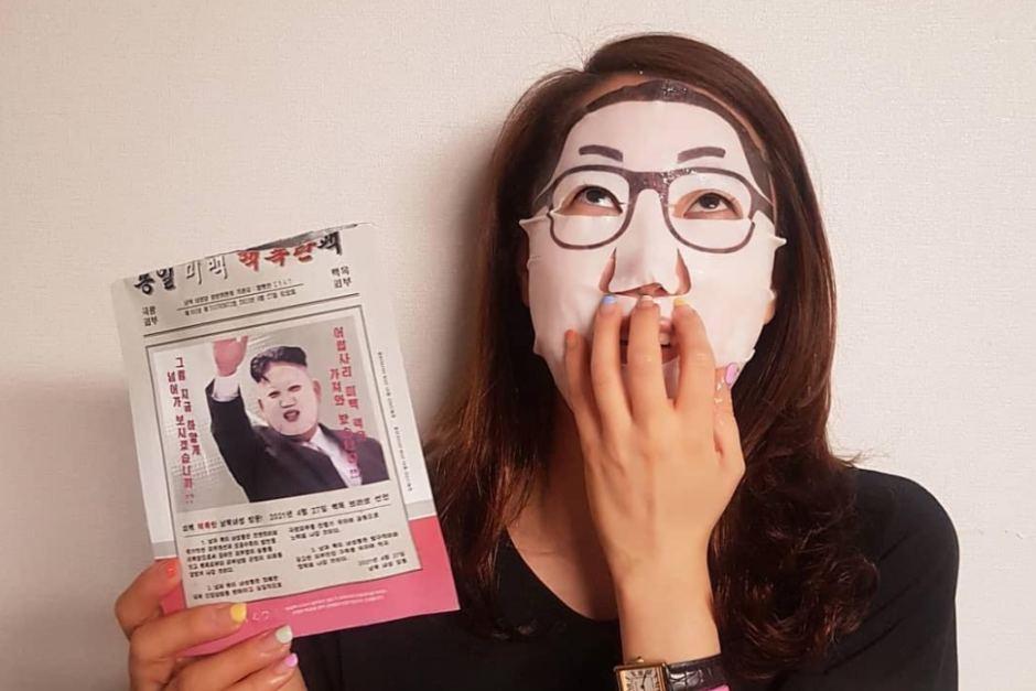"""10620972-3x2-940x627 Ким Чен Уны царайтай """"Цөмийн бөмбөг"""" маск солонгосчуудын дургүйцлийг төрүүлэв"""