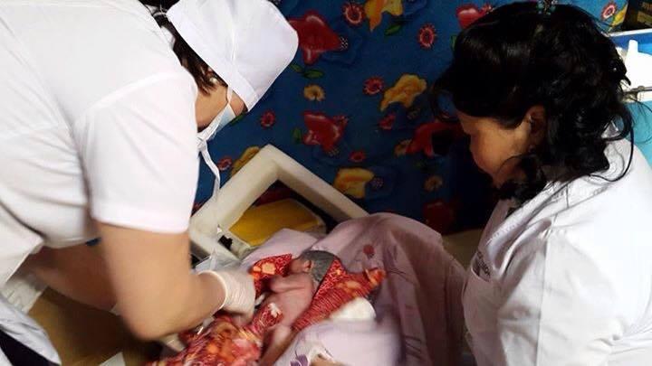 11026123_766895520076252_6957140327329521563_n Төрөхийн хүндрэлээс гэртээ өвдсөн малчин эмэгтэйг аварчээ