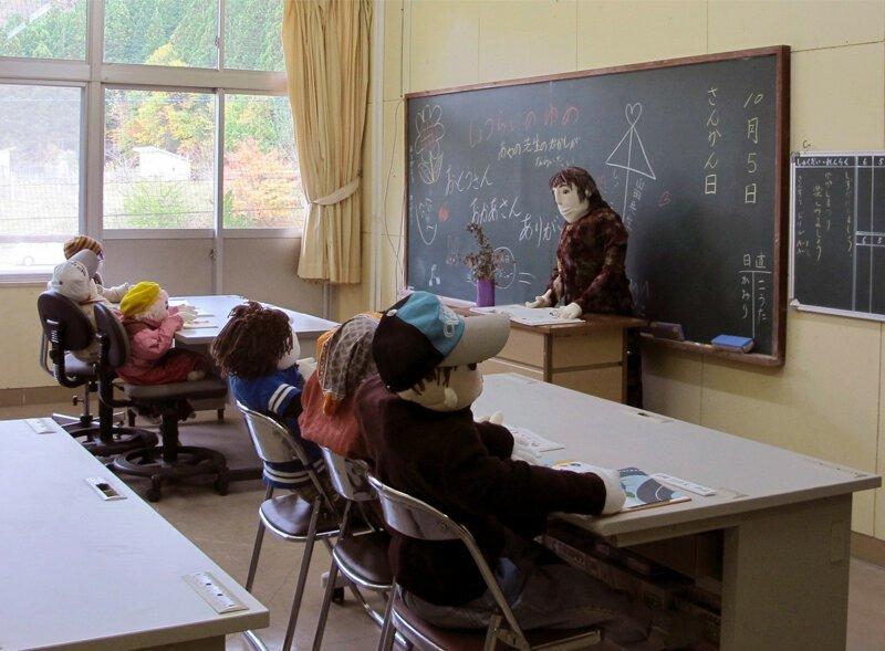 3-18 Хүн амгүй шахам болсон тосгонд хүүхэлдэй эзэн суужээ