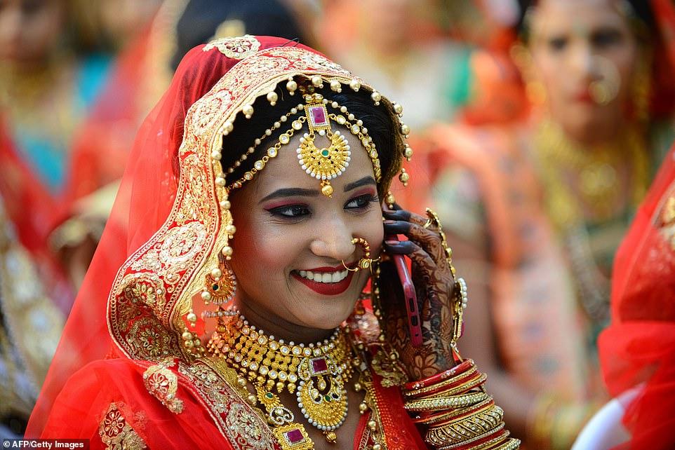 5-11 Энэтхэгийн алмаазны худалдаачин өнчин охидын хуримыг зохион байгууллаа