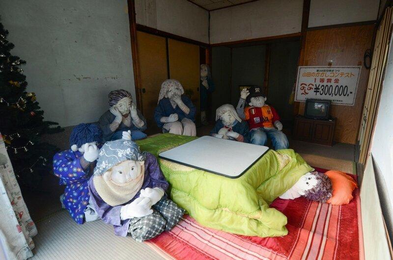 6-9 Хүн амгүй шахам болсон тосгонд хүүхэлдэй эзэн суужээ