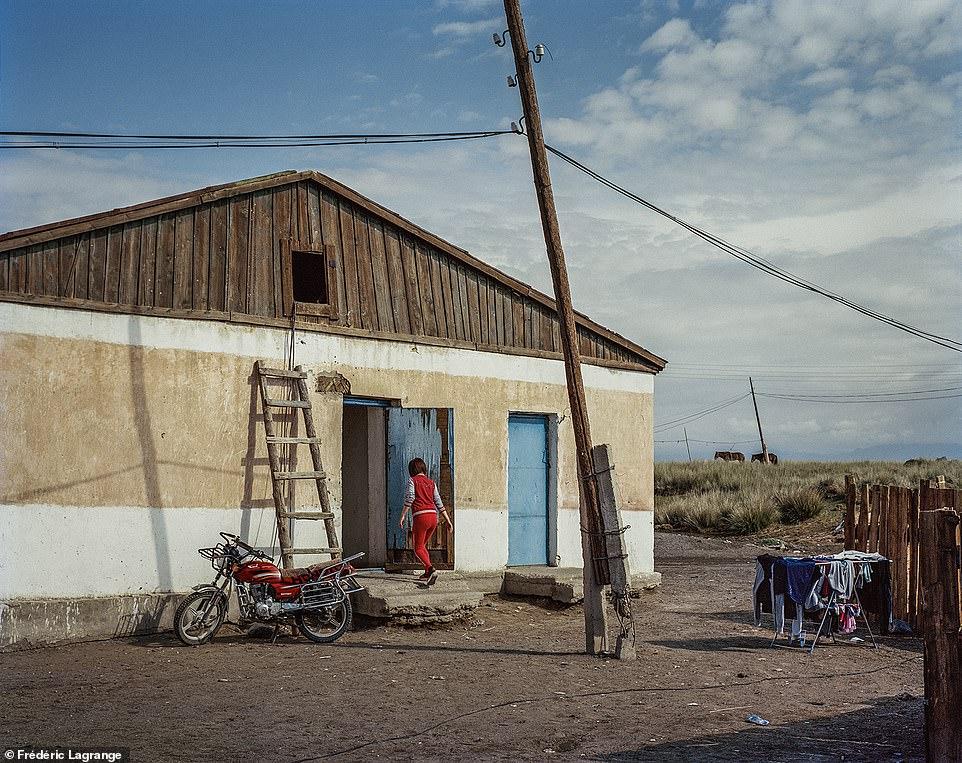 6644304-6429135-Fr_d_ric_says_that_most_people_in_the_Mongolian_countryside_live-a-71_1544201485334 Фото: Английн гэрэл зурагчны дуранд Монгол улс