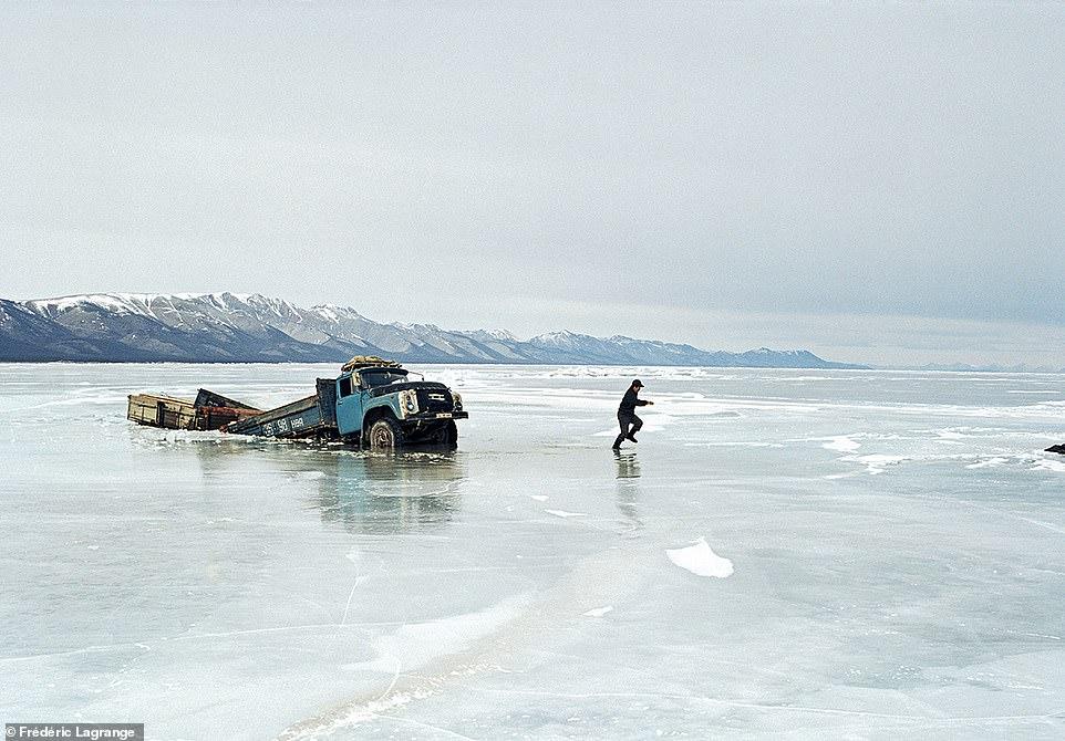 6644382-6429135-image-a-101_1543224820771 Фото: Английн гэрэл зурагчны дуранд Монгол улс