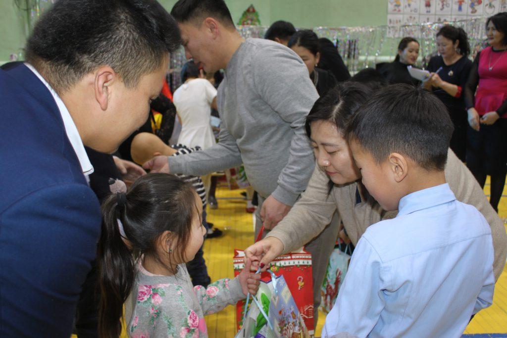 IMG_8188-1024x683 Их бүтээн байгуулалтын компаниуд хөгжлийн бэрхшээлтэй хүүхдүүдийг баярлууллаа