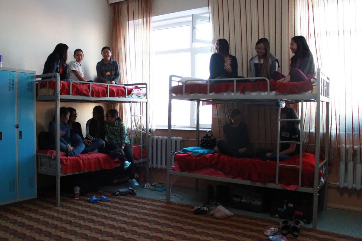 kiz_yurt3 ЕБС-ийн дотуур байрны хүүхдүүд ямар орчинд амьдрах ёстой вэ?