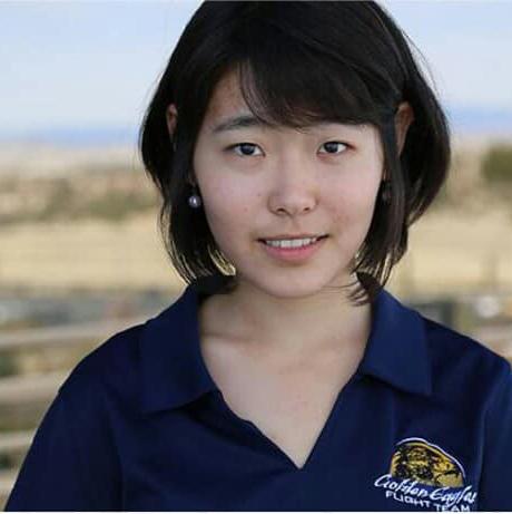 mmmmmmm Нисгэгч болохоор суралцаж буй Монгол охин