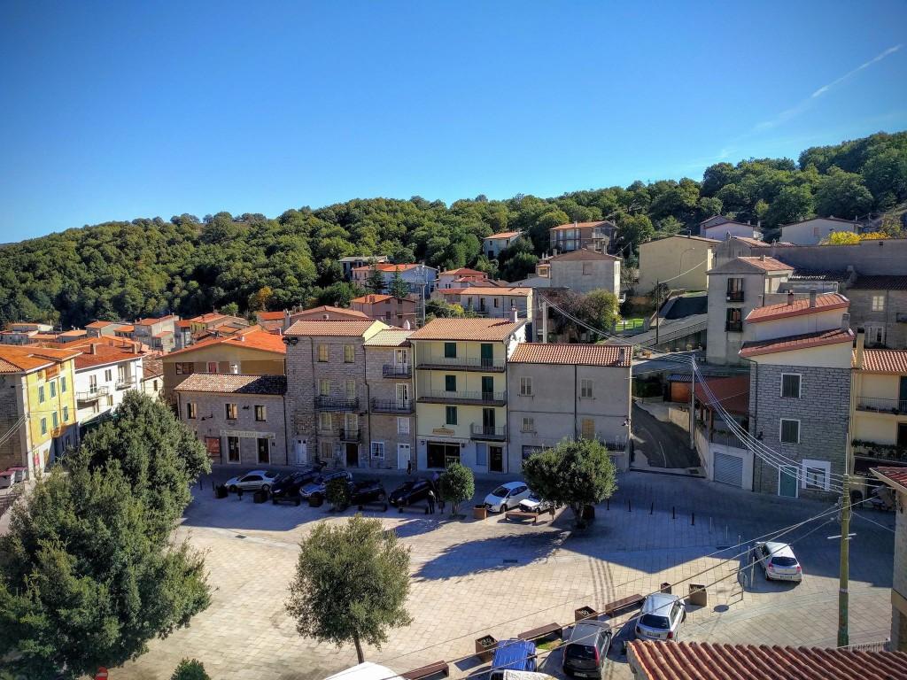 04 Италийн нэгэн хот байшингуудаа нэг еврогоор зарж байна