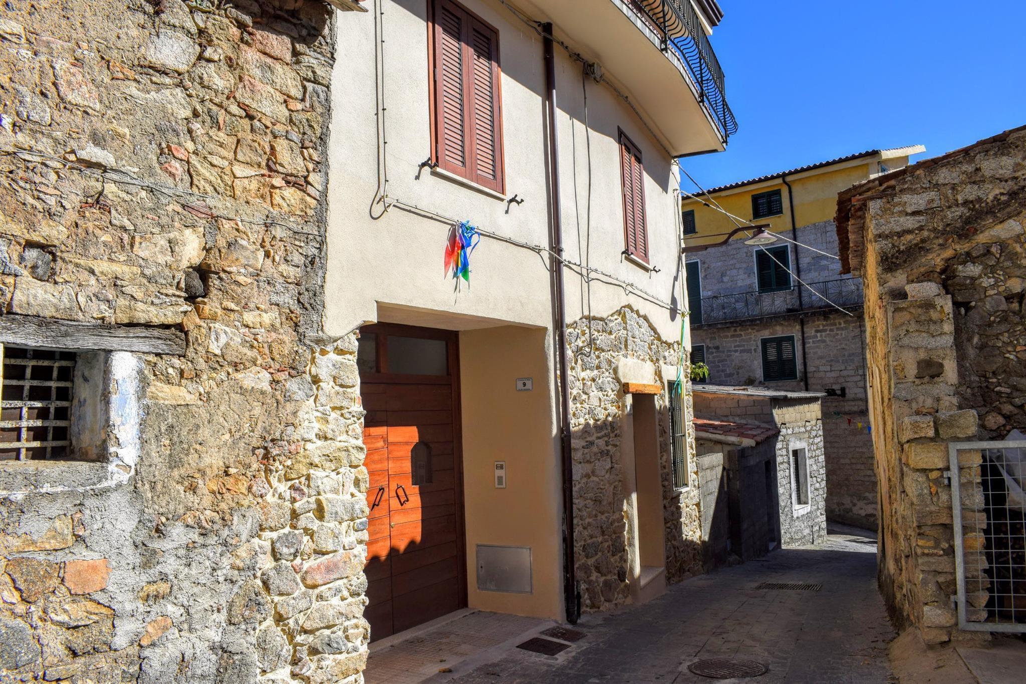 05 Италийн нэгэн хот байшингуудаа нэг еврогоор зарж байна