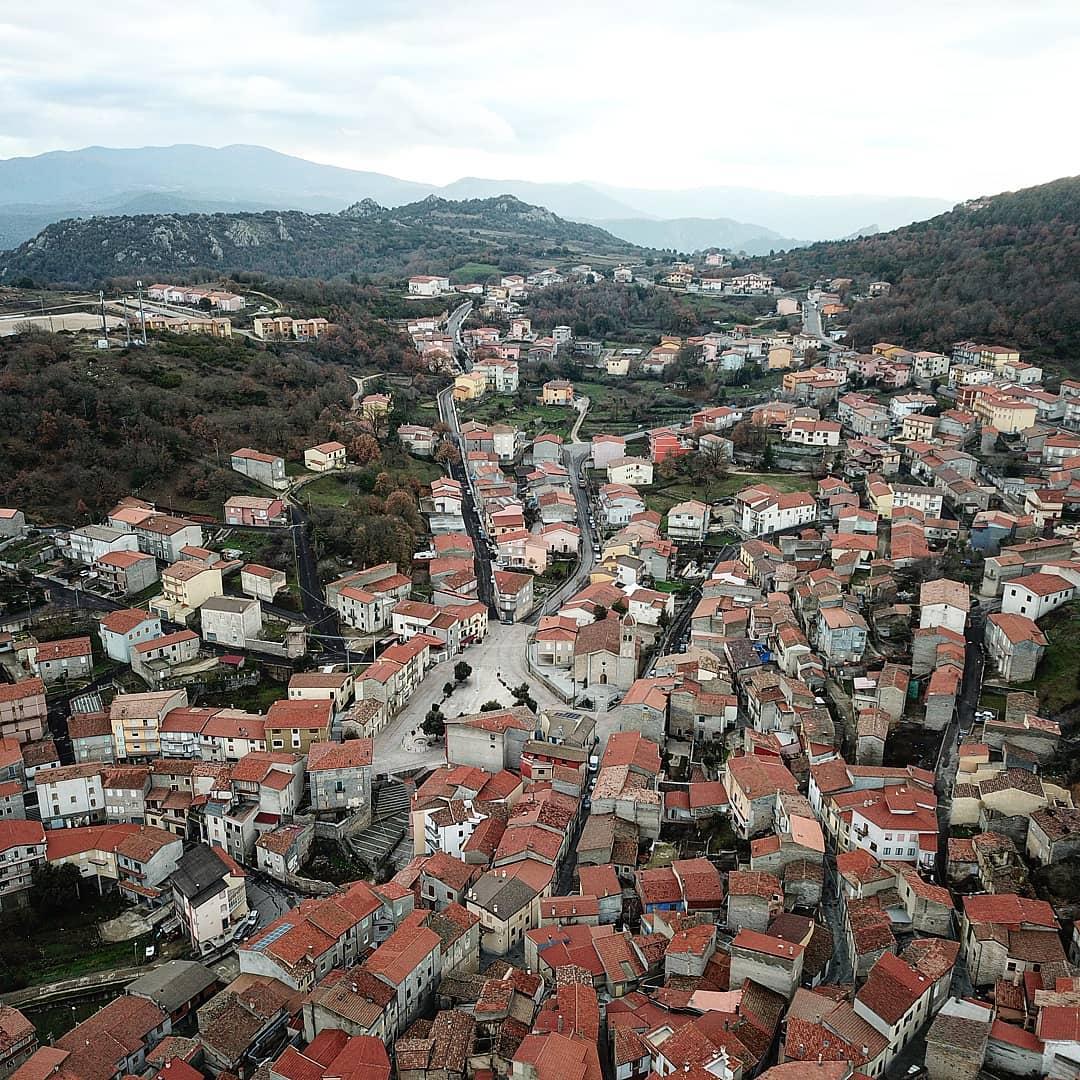 06 Италийн нэгэн хот байшингуудаа нэг еврогоор зарж байна