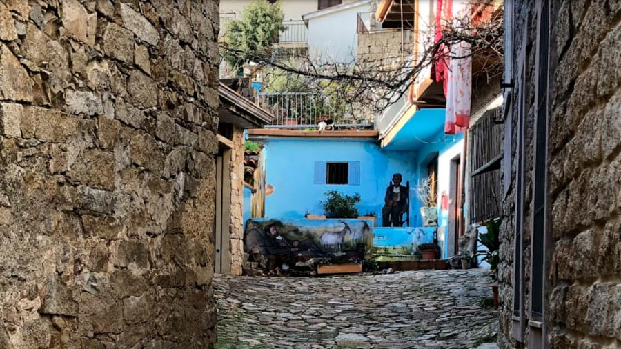 07 Италийн нэгэн хот байшингуудаа нэг еврогоор зарж байна