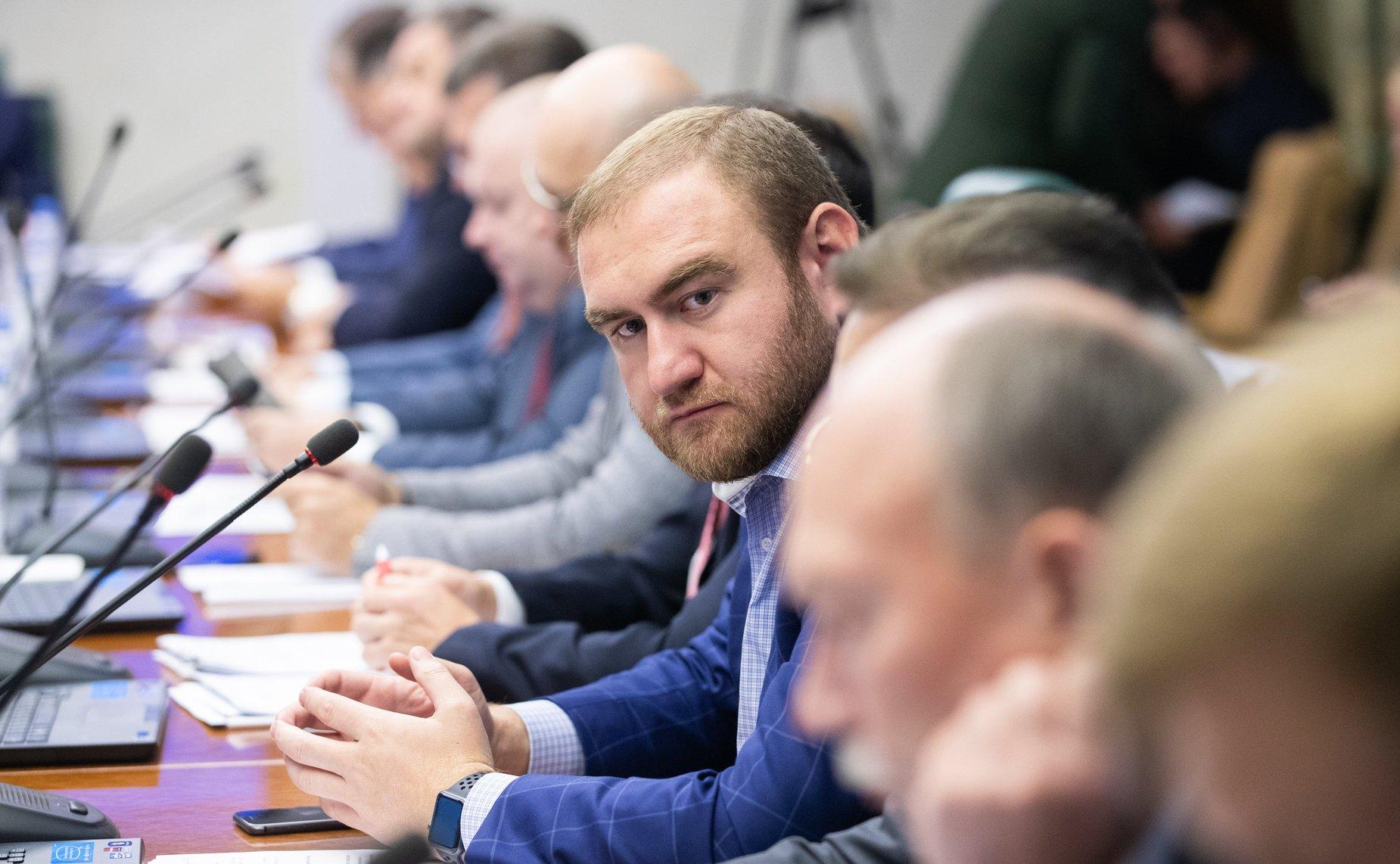 1-10-1 Зэвсгийн наймаа, аллагын хэрэгт сэжиглэгдсэн Оросын Төрийн ДУМ-ын гишүүн баривчлагджээ