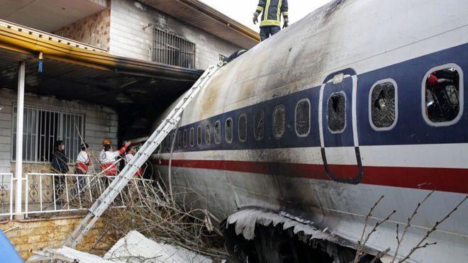 105172894_mediaitem105172888 Ачаа тээврийн онгоц сүйрч,15 хүн амиа алджээ