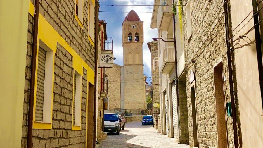 12-1 Италийн нэгэн хот байшингуудаа нэг еврогоор зарж байна