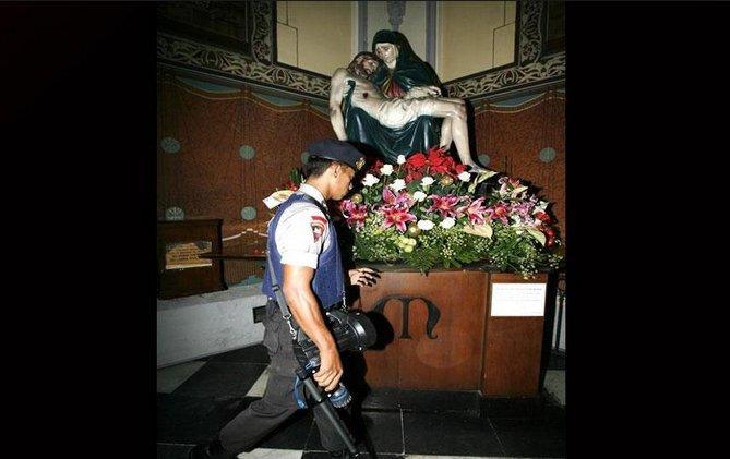 14-4 Католик сүмд дэлбэрэлт болжээ