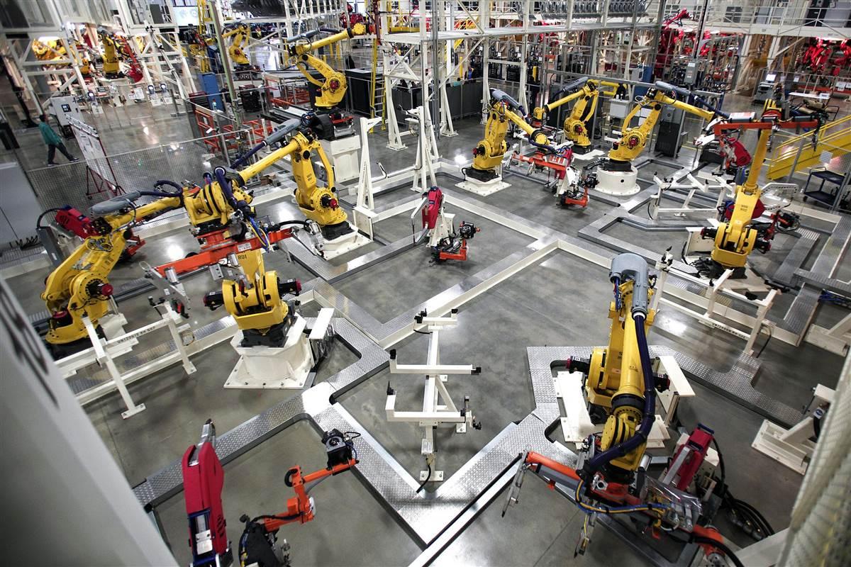 140703-robot-workplace-1104_0105c37a3e466eae5363ff8ea2fd4493.nbcnews-fp-1200-800 Дэлхийн хүн ам роботуудад ажлын байраа алдсаар байна