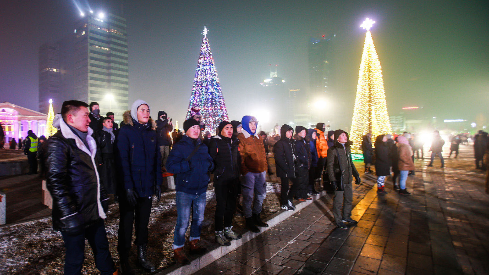 """3 Фото: """"Улаанбаатарын мөнгөн үдэш"""" Шинэ жилийн баярын цэнгүүн"""