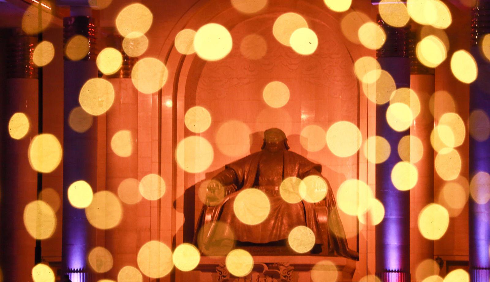 """4 Фото: """"Улаанбаатарын мөнгөн үдэш"""" Шинэ жилийн баярын цэнгүүн"""