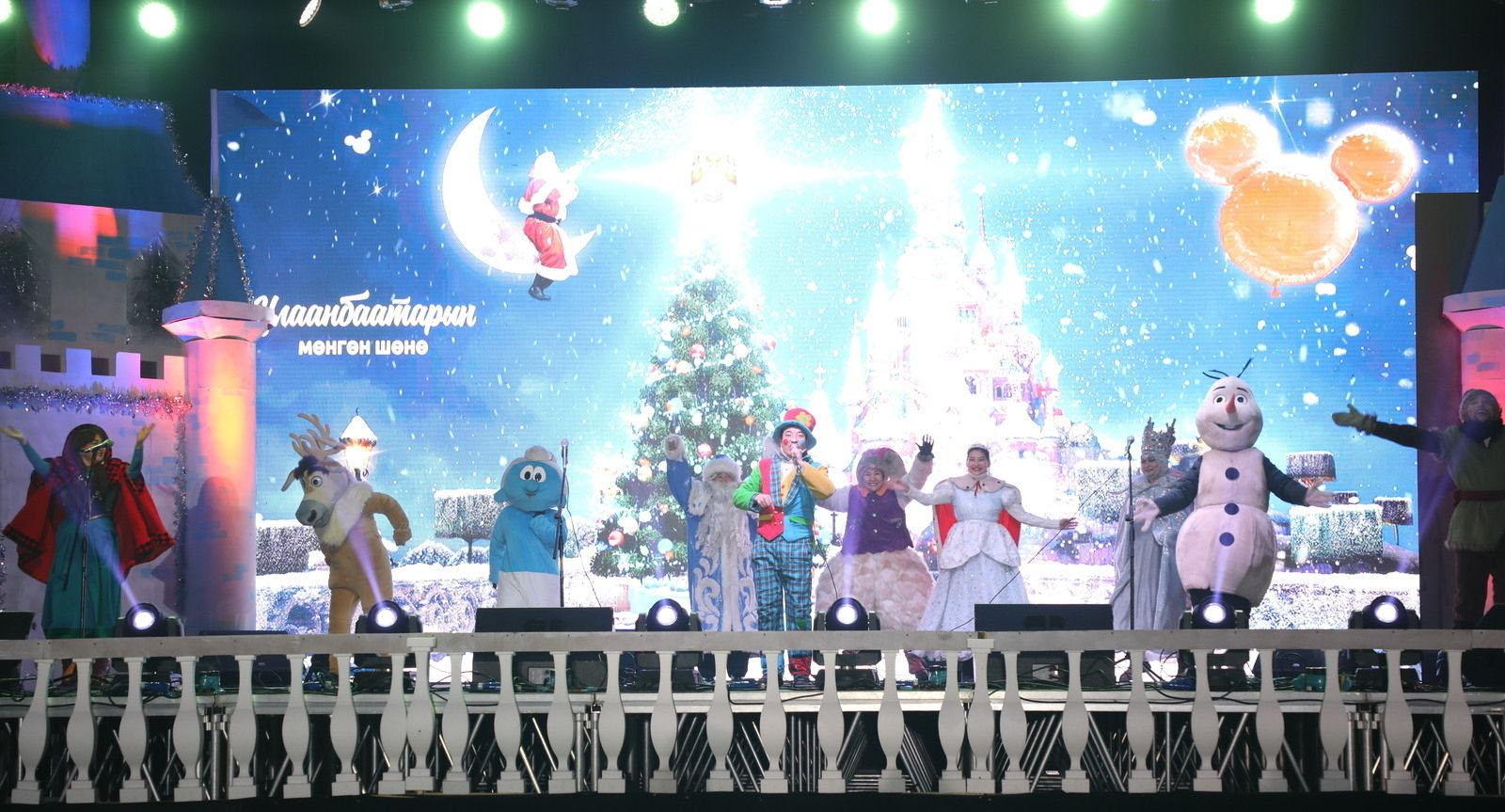 """6 Фото: """"Улаанбаатарын мөнгөн үдэш"""" Шинэ жилийн баярын цэнгүүн"""