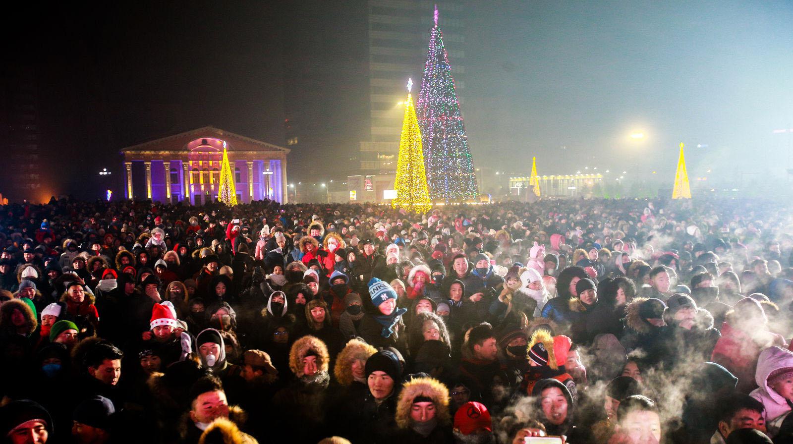 """8 Фото: """"Улаанбаатарын мөнгөн үдэш"""" Шинэ жилийн баярын цэнгүүн"""