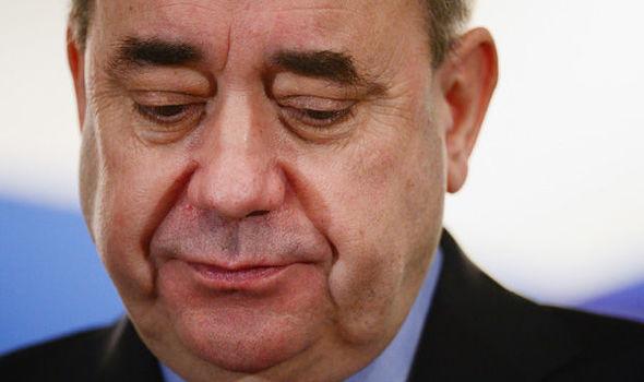 Alex-Salmond-1010387 Шотландын Ерөнхий сайд асныг хүчингийн хэрэгт буруутгажээ